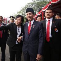 Ari Lasso berkesempatan foto bersama dengan Presiden Jokowi saat tampil HUT RI ke-73 (Instagram/@ari_lasso)