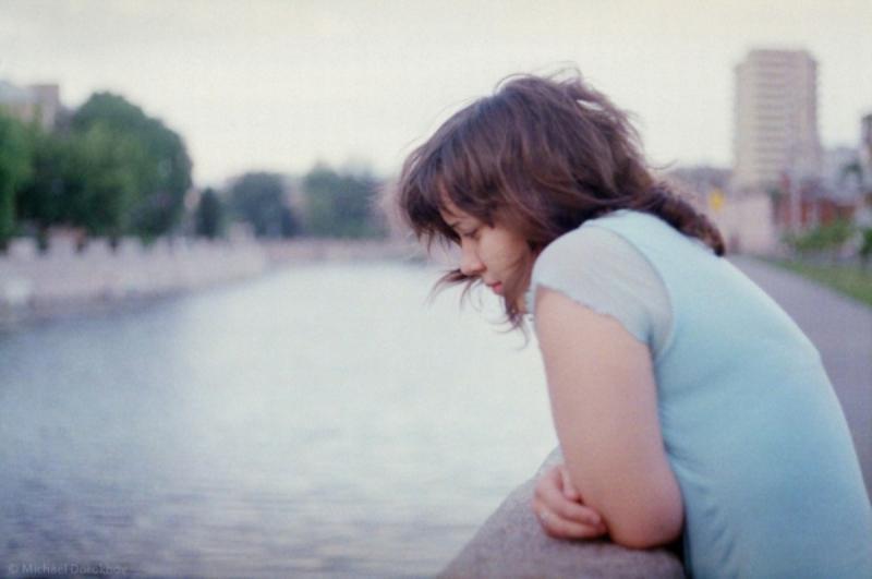 Pubertas dini yang terjadi pada anak perempuan berisiko depresi yang lebih tinggi di usia remaja mereka.