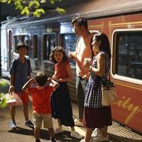Dwi Sasono dan Widi Mulia bersama anak-anak (Instagram/widimulia)