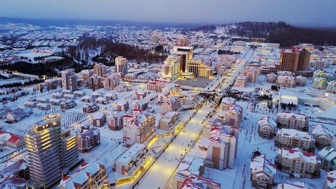 Pemandangan Kota Samjiyon di Korea Utara, Senin (2/12/2019). Kota ini memiliki 380 blok bangunan umum dan industri yang membentang sebesar ratusan hektare. (STR/AFP/KCNA MELALUI KNS)
