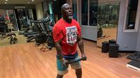 Jacksen Tiago menyukai beraktivitas di sela melatih Persipura, satu di antara berolahraga di gym. (Bola.com/Gatot Susetyo)