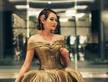 FOTO: Gaya Glamour Alena Wu dalam Balutan Gaun Mewah