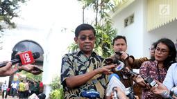Idrus Marham menyerahkan surat pengunduran dirinya sebagai Menteri Sosial kepada Presiden Jokowi di Istana, Jakarta, Jumat (24/8). (Liputan6/Pool/Gar)
