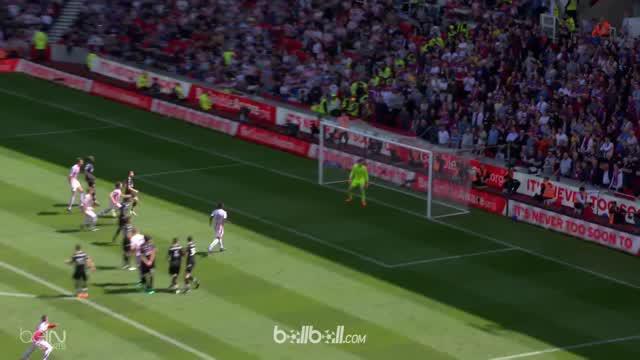 Stoke City dipastkan menjadi tim pertama yang terdegradasi usai mengalami kekalahan 2-1 dari Crystal Palace dalam laga pekan ke-37...