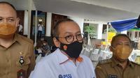 Dirut PT Liga Indonesia Baru (LIB), Akhmad Hadian Lukita mendatangi Wakil Wali Kota Bandung, Yana Mulyana, Selasa (2/3/2021), untuk membahas persiapan Piala Menpora 2021. (Bola.com/Erwin Snaz)