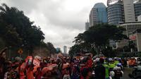 Pesta Juara Persija, Jakmania Lumpuhkan Jalan Jendral Sudirman (Liputan6.com/Cakra)