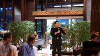 Mantan Ketua Umum PKPI Hendropriyono buka bersama dengan kader di Hotel Sultan Jakarta.