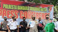 Polisi saat mengungkap sejumlah fakta tentang pelecehan seksual di Bandara Soetta. (Liputan6.com/Pramita Tristiawati)