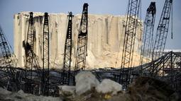 Sejumlah bangunan rusak pascaledakan dahsyat di Pelabuhan Beirut, Lebanon, Rabu (12/8/2020). Jumlah orang yang dinyatakan hilang dalam ledakan tersebut berkisar antara 30 hingga 40. (Xinhua/Bilal Jawich)
