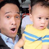 Ruben Onsu gendong Rafathar Malik Ahmad (Instagram/@ruben_onsu)