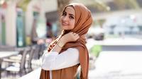 Ternyata penduduk dari negara muslim minoritas banyak yang fashionable, lho. Yuk, dapatkan inspirasi dari 4 hijabers mancanegara ini!