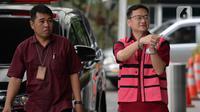 Komisaris PT Hanson International Tbk (MYRX), Benny Tjokrosaputro tiba di Gedung KPK untuk menjalani pemeriksaan oleh penyidik Kejaksaan Agung di Jakarta, Jumat (31/1/2020). Benny diperiksa sebagai tersangka terkait kasus dugaan korupsi di PT Asuransi Jiwasraya (Persero). (merdeka.com/Dwi Narwoko)