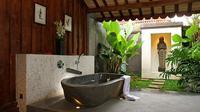Kondisi yang basah dan lembap juga membuat kamar mandi mudah dihinggapi kuman dan bakteri.