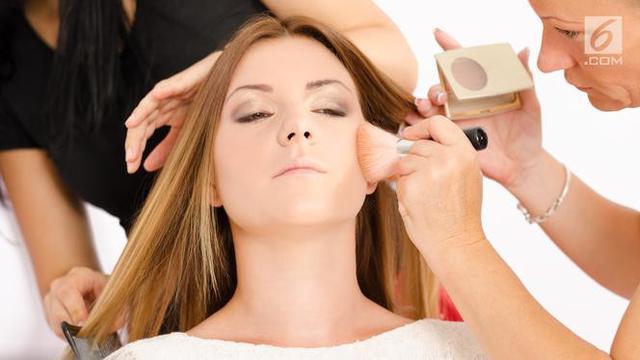 12 Tips Makeup untuk Anda yang Berkulit Pucat, Apa Saja?