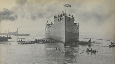 Kapal Angkatan Laut Kerajaan Inggris HMS Vanguard tenggelam di Scapa Flow pada 9 Juli 1917.