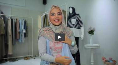 Tutorial Hijab Persegi Simpel nan Kece ala Ria Miranda