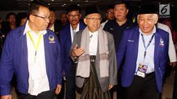 Bakal calon wakil presiden Ma'ruf Amin (tengah) bersama petinggi Partai Nasdem saat menghadiri Pekan Orientasi Caleg DPR RI Partai Nasdem di Jakarta, Sabtu (2/9). Acara ini digelar sejak tanggal 1 hingga 3 September 2018. (Liputan6.com/JohanTallo)
