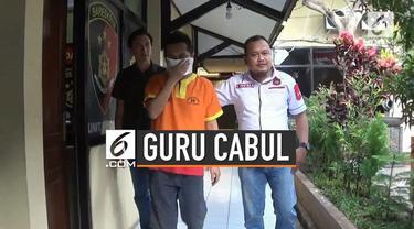 Seorang guru di Lamongan, Jawa Timur lakukan tindak asusila pada muridnya sendiri. Tak tanggung-tanggung, jumlah korbannya mencapai 30 orang.