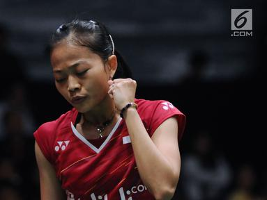 Tunggal putri Indonesia, Fitriani mengepalkan tangan saat melawan Kirsty Gilmour (Skotlandia) pada babak pertama Indonesia Masters 2018 di Istora Senayan, Jakarta, Rabu (24/1). Fitriani unggul 20-22, 21-15, 21-16. (Liputan6.com/Helmi Fithriansyah)