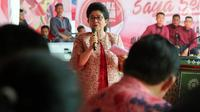 Menkes Nila F. Moeloek memberi sambutan dalam peringatan Hari Aids Sedunia di Lapas Narkotika Kelas IIA Cipinang, Jakarta Timur, Senin (17/12). Hari AIDS Sedunia tahun ini mengusung tema 'Saya Berani, Saya Hebat'. (Liputan6.com/Johan Tallo)