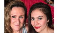 Jarang Tersorot, Ini 6 Potret Kedekatan Wulan Guritno dengan Ibu Bulenya (sumber: Instagram.com/wulanguritno)