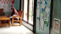 Maryati di SMP Islam Tawinul Ummah Karawang, Senin (13/1/2020)