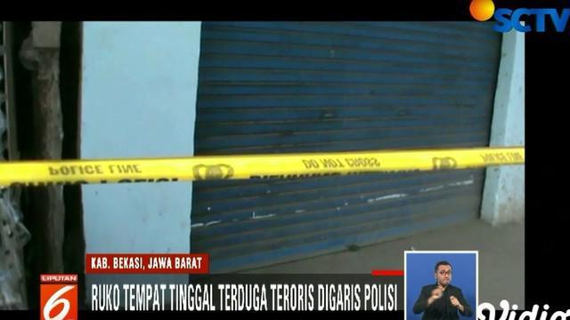 Dua terduga teroris yang melarikan diri saat penggerebekan, mengendarai sepeda motor bernomor polisi B 6324 KHT mengarah ke Kota Bekasi.