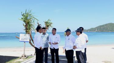 Presiden Jokowi Saat Meninjau Kawasan Ekonomi Khusus (KEK) Mandalika Lombok, Nusa Tenggara Barat (NTB) pada Jumat (17/5/2019). (Foto: Biro Pers Setpres)