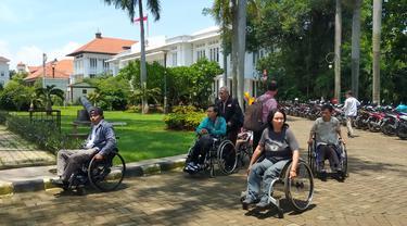 Ilustrasi tempat wisata aksesibel bagi disabilitas.