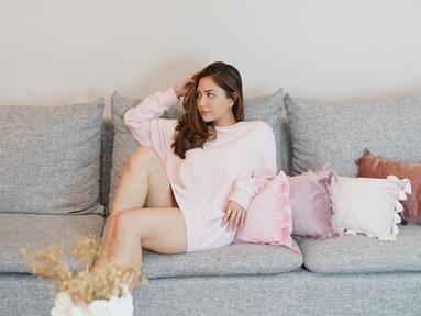 Jessica Mila dikenal sebagai salah satu seleb yang cukup memperhatikan setiap postingan Instagram yang ia unggah. Dalam berbagai potretnya, perempuan berusia 28 tahun ini selalu tampil estetik. (Liputan6.com/IG/jscmila)