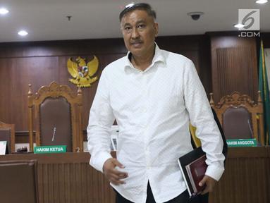 Terdakwa dugaan korupsi e-KTP, Markus Nari usai mengikuti sidang lanjutan di Pengadilan Tipikor, Jakarta, Rabu (4/9/2019). Dalam sidang beragendakan putusan sela tersebut Majelis Hakim menolak eksepsi yang diajukan terdakwa dan memutuskan melanjutkan persidangan. (Liputan6.com/Helmi Fithriansyah)