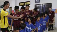 Player Escort Kids Allianz pada lanjutan penyisihan Grup H Piala AFC 2019 antara PSM Makassar Vs Home United, Selasa (30/4/2019) di Stadion Pakansari, Kab. Bogor. (Bola.com/Muhammad Iqbal Ichsan)