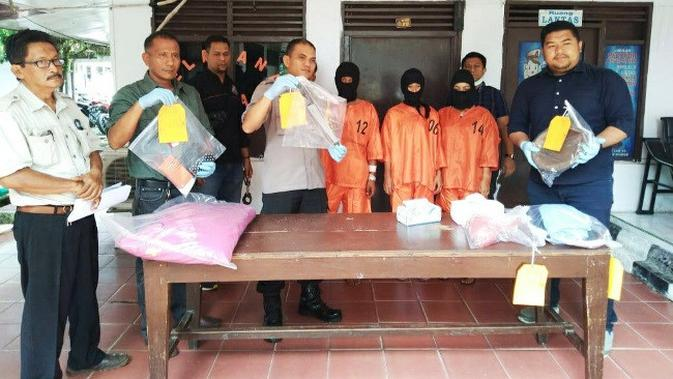 Kapolres Bengkalis AKBP Yusup Rahmanto SIK dalam ekpos istri bunuh suami di Kecamatan Mandau. (Liputan6.com/M Syukur)