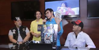 Jelang rilis film terbarunya pada 31 Agustus 2017 nanti, para bintang Warkop DKI Reborn part 2 kini sedang gencar melakukan promosi. Berbagai hal mereka lakukan, dan kali inimenjual tiket nonton presale ke masyarakat. (Nurwahyunan/Bintang.com)