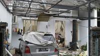 Warga Perumahan Cimanggu Residence, Kelurahan Kedungwaringin, Tanah Sareal, Kota Bogor, dikagetkan suara ledakan seperti bom dari rumah Grace Tini Halim, Rabu (14/2/2018) sekitar pukul 12.30 WIB. (Liputan6.com/Darno)