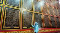 Bayt Alquran Al-Akbar Palembang atau sering dikenal sebagai Alquran raksasa, menjadi salah satu destinasi wisata religi di Kota Palembang Sumsel (Liputan6.com / Nefri Inge)