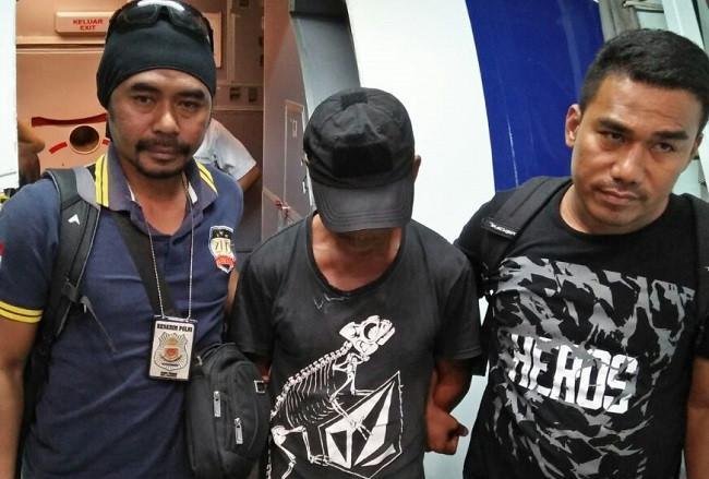Kepada keluarga, tersangka kasus pencabulan anak itu pamit melaut untuk mencari ikan ke perairan Bacan. Nyatanya, ia pergi ke Sorong Papua. (Liputan6.com/Hairil Hiar)