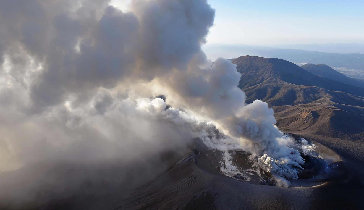 FOTO Meletus Gunung Di Jepang Semburkan Abu Vulkanik
