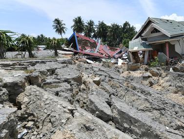 Dampak Gempa Sigi, Rumah dan Tiang-Tiang Listrik Roboh