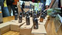 Liquid vape yang mengandung narkoba diamankan pertugas. (Liputan6.com/Nanda Perdana Putra)