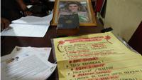 Sejumlah dokumen yang disita di Kerajaan Ubur-Ubur. (Liputan6.com/Yandhi Deslatama)