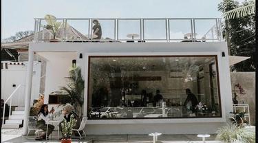 Kafe Tropis Bergaya Industrialis, Tongkrongan Baru di Dekat Kampus Unpad