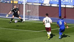 Arsenal tampil grogi di awal babak pertama dan kurang siap menghadapi pressing ketat yang dijalankan pemain Leicester. Alhasil Youri Tielemans berhasil menjebol gawang Arsenal pada menit ke-6. (Foto: AP/Pool/Michael Regan)