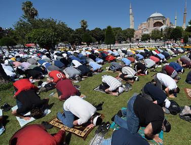 Suasana Salat Jumat Pertama di Hagia Sophia