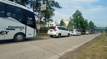 Kondisi jalan menuju Anyer di libur panjang Paskah, Minggu (4/4/2021)