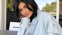 Sementara itu, Kylie Jenner benar-benar seperti menghilang dan menutupi dirinya. (Instagram/KylieJenner)