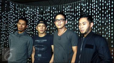 Band NOAH kembali menggarap video klip untuk single Suara Pikiranku yang terangkum di album Second Chance di  kawasan Narogong, Bekasi, Jawa Barat, (8/7/2015). Ini merupakan video klip keempat dari single ketiga mereka. (Liputan6.com/Panji Diksana)