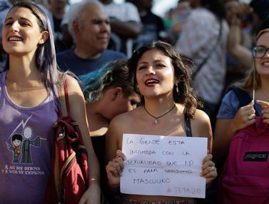 20170207-Wanita Telanjang Dada Berunjuk Rasa di Buenos Aires-Argentina