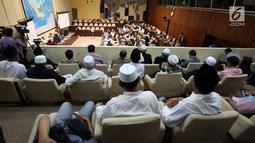 Suasana rapat dengar pendapat Komisi II DPR soal Perppu Nomor 2/2017 tentang Ormas di Kompleks Parlemen, Senayan, Jakarta, Kamis (19/10). Dalam rapat, Komisi II mengundang mengundang beberapa ormas Islam. (Liputan6.com/Johan Tallo)