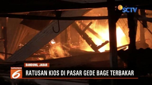 Sekitar 600 kios di Pasar Induk Gede Bage hangus dilalap api.